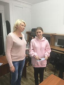 Выпускники курса дизайнер компьютерной графики (Photoshop, Illustrator) с заместителем директора учебного центра Успех Костюр Анжелой в Киеве