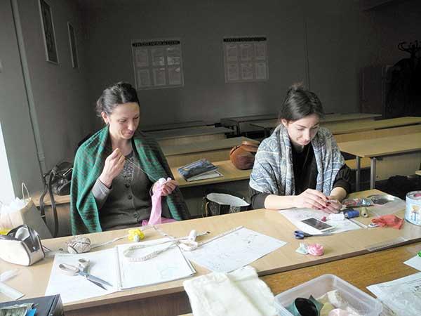 Вот так проходят занятия для учащихся учебного центра Успех по курсу текстильный дизайн, дизайн штор